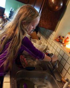 lulu-washing-dishes