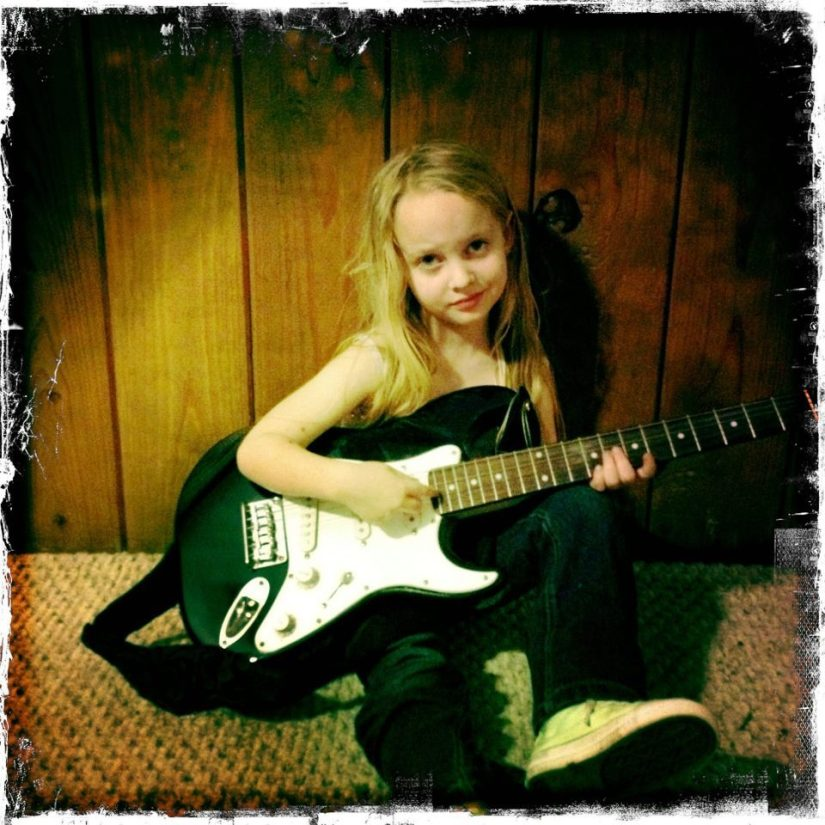 lou20playing20guitar_1